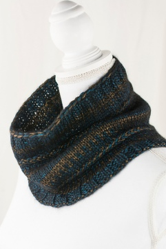 Lusciousness Cowl - Free pattern from Cascade
